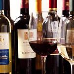 アリアニコ - 赤・白各3種類グラスワインをご用意。