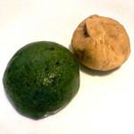 とらや老舗 - 左:名物の草饅頭、右:栗きんとん