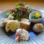 草允 わらび野 - ☆平日限定ランチ 出し巻き玉子&旬野菜の盛り込み皿 一例☆