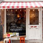 ワイン屋cincin - 明るくポップな、入りやすい雰囲気の店構え