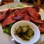 シルバーロック - ローストビーフ(380円) 牛肉は国内産を使用。ボリューム凄い!