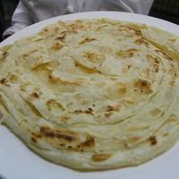 マドラスミールス - パロタ  350円  南インドでとってもポピュラーな小麦粉を使った、レイヤー状の薄い渦巻きパン