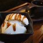 岡本とうふ店  - 豆乳アイスとコーヒーセット600円。