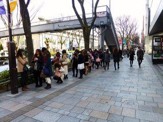 Cafe Kaila 表参道店 - 行列1/3 最初はこれだけしか並んでいないのかと思いきや