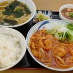 天竺 - エビチリハーフ麺セット。定食・麺セットにはミニ麻婆豆腐付き!