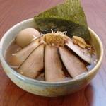 天竺 - 1本1本炭火で焼いた数量限定の炭焼きチャーシュー麺。