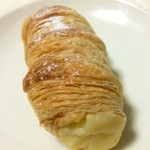 パン ド クエット - 注文後にクリームを詰めます。クリームコロネ