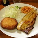ポんタDINING - 焼魚定食(甘塩サバ)600円+男爵コロッケ50円