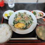 八宝亭 - 料理写真:玉子入りニラ肉イタメ定食