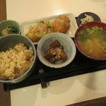 ミルクランド - 日替りランチ:玄米ご飯、すりおろし野菜と豆腐の団子、半生キャベツとレタスの付け合せ、蓮根の黒胡椒炒め、ぶつ切り牛蒡の白胡麻煮、味噌汁10