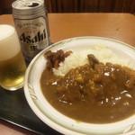 22356333 - 拝島駅構内でビール&カツカレー