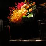 銀座 レカン - 花もいつもきれいです。