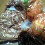 焼肉たまよ - 料理写真:ホルモン・キムチ・野菜・タレ