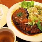 ハローコーヒー 清水店 - A定食(ハンバーグとチキンカツ) 890円。 A定食を頼んでるヒトは多かったです。