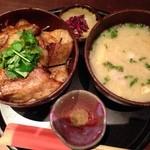 22360803 - 黒豚炭火焼丼と豚汁
