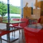 ビーワンカフェ - テラス席から見た店内