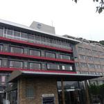 陽いずる紅の宿 勝浦観光ホテル - 勝浦の山側に立つ立派なホテルです。