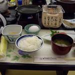 陽いずる紅の宿 勝浦観光ホテル - 朝食には近海生マグロの刺身が付きますw