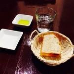 ピッツェリア クラフト - ピッツァの前菜のパン