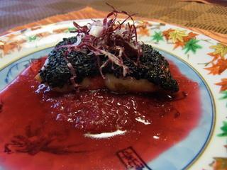 京遊膳かが田 - 秋鮭の黒ごま焼き、赤カブソース