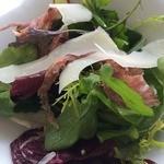 リストランテ・ヒロ・チェントロ 丸ビル店 - 24ケ月熟成のパルマ産生ハムと旬の野菜のサラダ パルミジャーノレッジャーノを添えて
