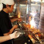 軍鶏農場 - 埼玉県坂戸市・深谷市を中心に生産されている埼玉県唯一の銘柄鶏。タマシャモの「タマ」は「埼玉」から採用。生産者篠田さんが我が子のように大事に育て上げた鶏です。