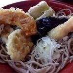 八栄垣 - 天ざるのセット。天ぷらをそばに乗せて頂きます。