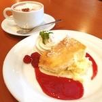 シベールの杜 - 料理写真:チーズケーキにホットココア