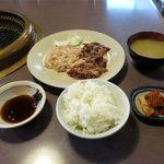 焼肉じゅうじゅう - サガリとホルモン定食(788円)