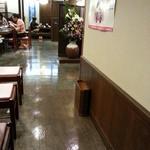 佐藤養助 - テーブル席方向