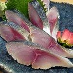 月うさぎ - 愛媛産サバキズシです。6切れ入りです。薄漬けで鯖の味がドーンって感じられ美味しかったです。