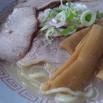 鳥よし - 「チャーシュー麺」(\700)アップ