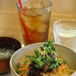 ケーティーホールギャラリーぶらりカフェ - ビビンバランチ☆辛口ジンジャーによく合います。