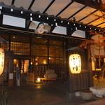定山渓物産館 - 夜:お店のお隣は、ぬくもりの宿ふる川~趣きある外観