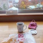 定山渓物産館 - おまんじゅう70円(定山渓第一寶亭留 翠山亭で朝カフェ中~)