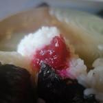 22396065 - 自家製紫蘇梅、最近甘ったるい梅干ししか食べていなかったので、目から鱗が落ちた印象♪このおにぎりは新米という事もあり柔らかめでしたが、大きいし食べ応えあり!