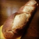 エス・ブーランジュリー - バタール焼きたてでした