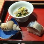 22400536 - 先附(バイ貝煮付け、菊の花とキノコの煮浸し、鯖寿司)