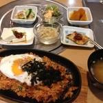 韓国家庭料理 マンナ - キムチ炒飯ランチ