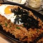 韓国家庭料理 マンナ - 鉄板でキムチ炒飯