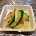 韓国家庭料理 マンナ - おかず6きゅうりと竹輪の和え物