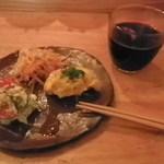 ハコ バー - ホットワイン、三種盛り(ニンジンサラダ、かぼちゃサラダ、他)