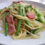 ブルーフラットカフェ - ベーコンと彩り野菜のペペロンチーノ