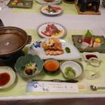 ホテル龍泉洞愛山 - 料理写真:始めに並べれられていた食卓