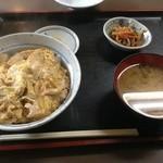 三春 - 親子丼・全景
