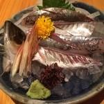 遊山魚料理 - 魚の美味しい季節になりました。 写真はアジの刺身です。 他の写真は撮り忘れました…。