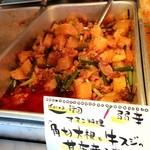アジアンランチ - KOREA韓国『オモニ料理「角切大根と軟らか牛筋の甘唐辛子煮」』弱辛