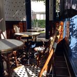 パティスリー クリアン - テラスのようなテーブル席