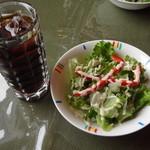 ムクバル - 料理写真:サラダ、アイスコーヒー