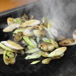 大木屋 - 2013.11 牡蠣とネギを合わせて醤油をかけ回したら完成